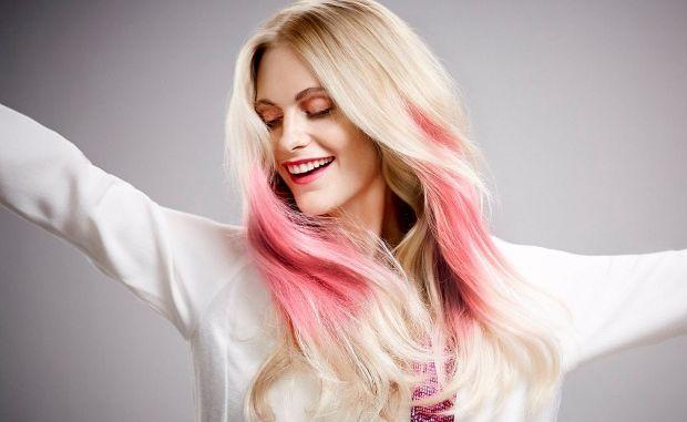 modella per capelli wella color